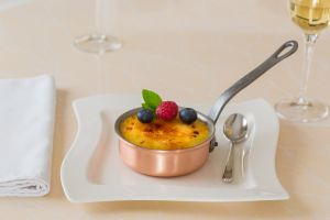 creme-brulee-in-copper-pan-2400px-c51.jpg